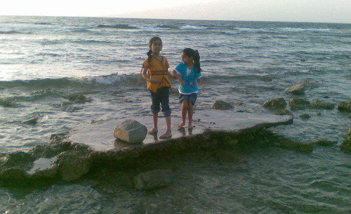 optimized-kids-playing-corniche