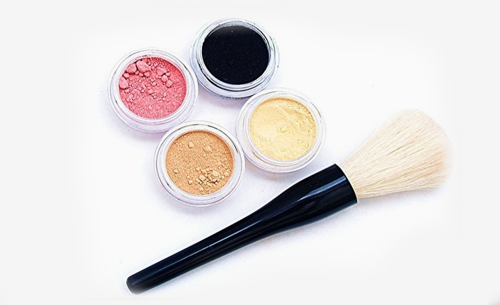 optimized-makeup-hacks-foundation-eyeshadow