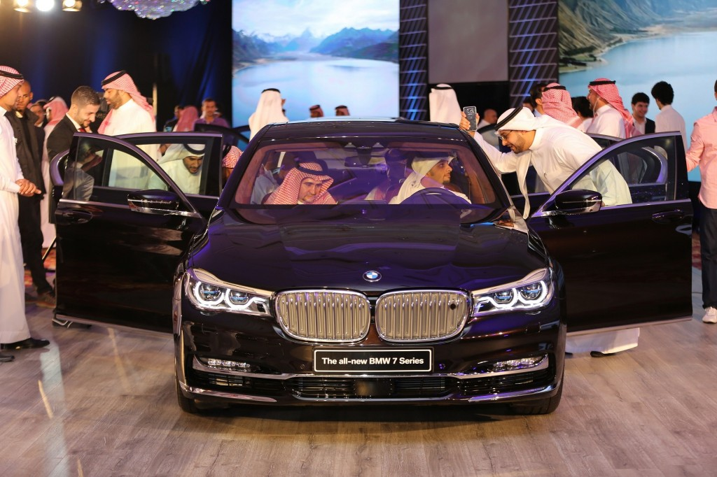 Mohamed Yousuf Naghi Motors reveal the all-new BMW 7 Series at the Riyad..._1