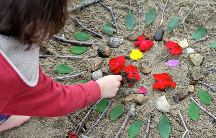 Adding-a-personal-touch-to-our-beach-mandala-1024×682