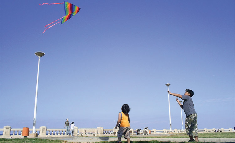 Flying-Kites-on-the-Corniche-