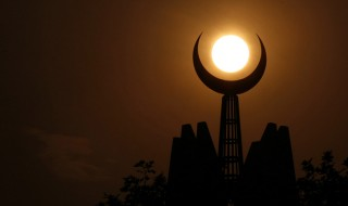 Symbolizing the faith of Islam, the crescent moon is seen at sunset on top of the Faisal Mosque in Islamabad, Pakistan, Tuesday, Sept. 16, 2008. (AP Photo/Wally Santana)