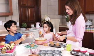 Baking-Mother-&-Children