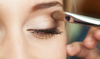 Eye-makeup-woman-applying-eyeshadow-powder