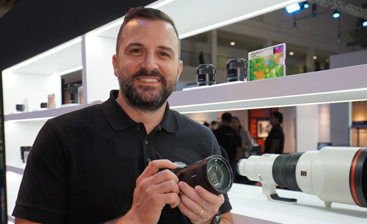 murat-gebeceli-head-of-digital-imaging-sony-mea-with-newly-launched-sony-alpha-a7riv