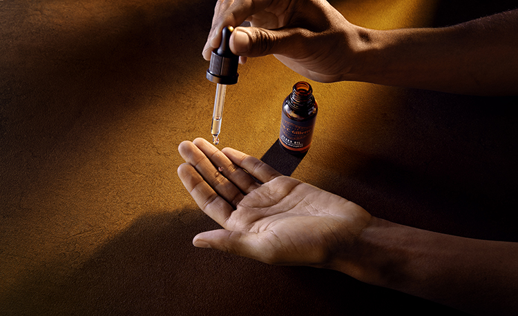 05-dispensing-beard-oil-to-palm-with-dropper_retouched-copy